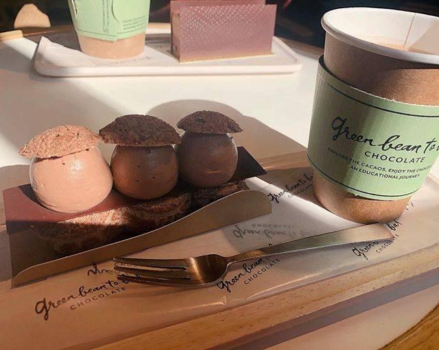"""2choco on Instagram: """"のんちゃんとりちゃと一緒🥳💕まさかワンコOKだとは🐩次回はチョコたんとまったりチョコレートデート💝しに来る❤️ #チョコレート#チョコレートケーキ#ケーキ#スイーツ#デザート"""" (74067)"""
