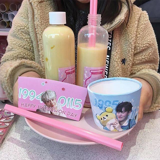 """れい on Instagram: """"♡ㅕ름店内めーっちゃ可愛くてヒョンウォンのカップホルダー入手出来て満足だしジェイアスくんの写真も沢山あってりんも楽しそうだった〜💕#yolum #cafeyolum #ジェイアス #ヒョンウォン"""" (74406)"""