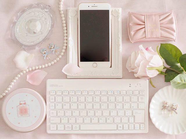 """フェミニン好きな女性のためのレース編みアクセサリー on Instagram: """"こんばんは* スマホからInstagramやTwitterに投稿するときは Bluetoothで繋げるキーボードが大活躍しています♡ . . PCと同じ感覚で文字を入力できるのはとっても嬉しい(♡ˊvˋ♡) . . 可愛く小物たちと並べてみたよ〜(๑ơ ₃ ơ)♥ . . .…"""" (74462)"""