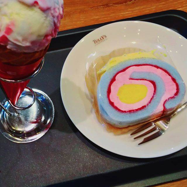 """ゆう on Instagram: """"タリーズのユニコーンロール!◇ 色がカラフルで好き!おもしろい!  #タリーズ #tullys #ユニコーンロール #ロールケーキ #icecream #ゆめかわ #pop #カラフル  #sweets #Sweet  #スイーツ #写真 #graphic #photo…"""" (74480)"""