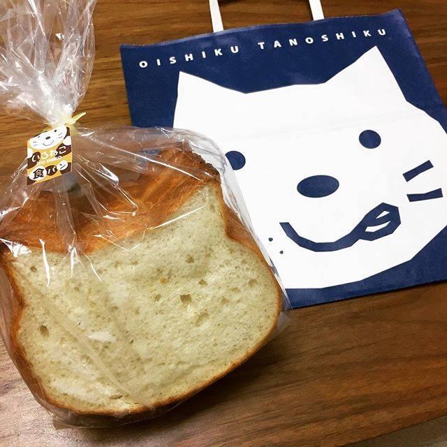 """suaya_a on Instagram: """"いつも店の前を通るたびに、微妙に気になっていた、、、新阪急ホテルのパン屋さんブルージンの「いろねこ食パン」初めて買ってみた。#いろねこ食パン #気になってたパン屋さん  #梅田の #お土産"""" (74485)"""