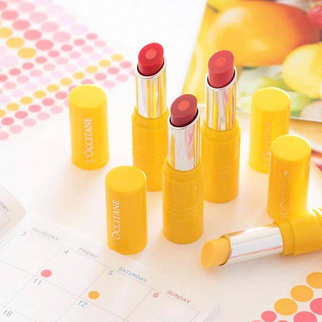 "L'OCCITANE en Provence | 日本公式 on Instagram: ""【新発売】デリシャス&フルーティー リップシリーズ🍊太陽の恵みを詰めこんだ、採れたて果実のリップが登場!  💄デリシャス&フルーティー リップスティック  1本に異なる2色のブレンドは、上から見れば二重丸! 透明感のあるフレッシュな発色に✨ …"" (74682)"