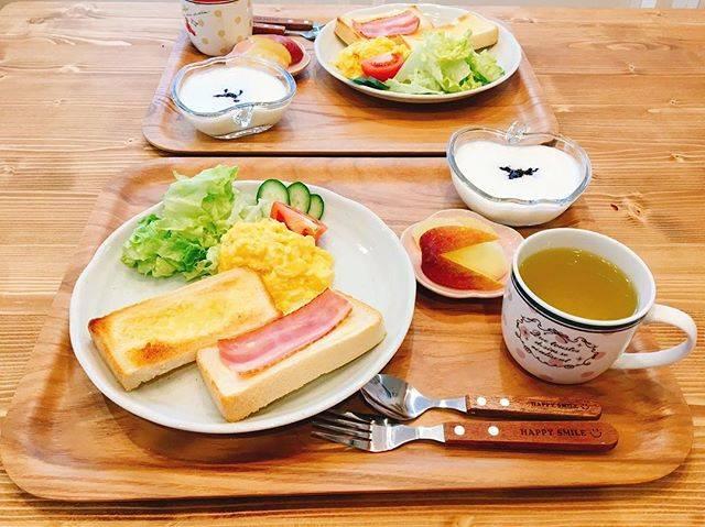 """なつき on Instagram: """"* * 今日の朝ごはん🥞 #トースト #スクランブルエッグ #サラダ #グレープフルーツ #うさぎりんご #ヨーグルト * * トーストは、 バタートーストとハムチーズのトースト🥪 ハムチーズのほうに、メープルシロップちょっと垂らしたら美味しかった✨ 甘じょっぱいやつ好き💕 *…"""" (75072)"""