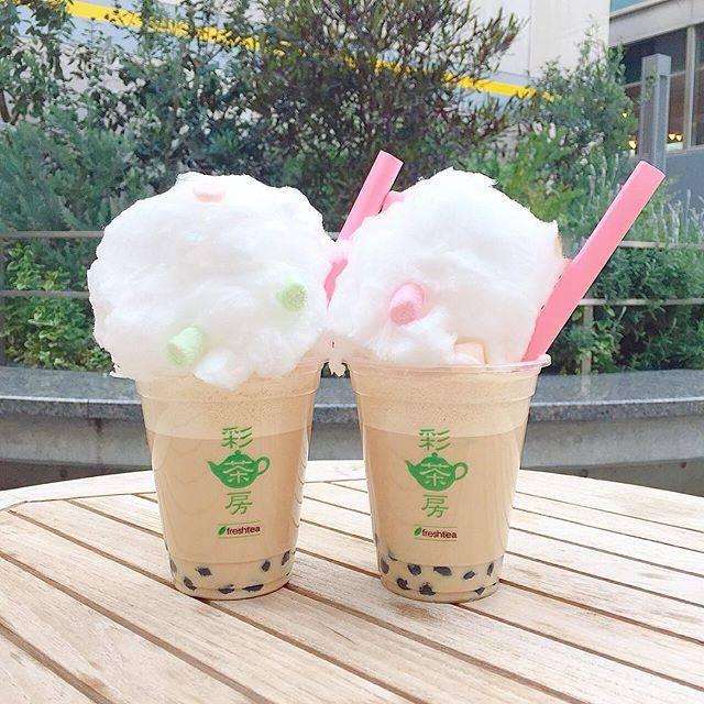 """satsuki on Instagram: """". かわいい♡♡ . コットンキャンディを溶かしながら食べるタピオカミルクティー🥤💕 . ハート形のストローで つんつんと混ぜていくと シュワーと溶けます💗 . 普通よりも甘さひかえめのタピオカミルクティーなのでコットンキャンディが溶けてちょうど良い甘さに♡ .…"""" (75150)"""