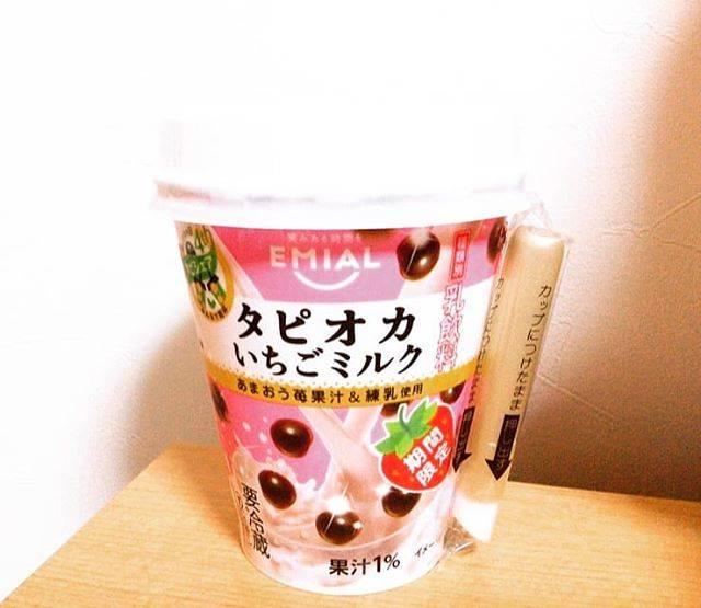 """@26sora10cat04enjel on Instagram: """"#タピオカ#コンビニタピオカ#新作タピオカ#いちごミルク#EMIALいちごミルクタピオカこっちのタイプのタピオカも好きいちごミルクおいしい、結構量ある見た目が可愛い"""" (75193)"""
