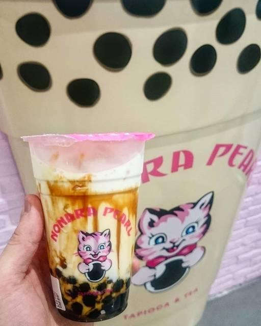 """susumu on Instagram: """"これ☝うま〰い❗(*^O^*)🎵 『ノナラパール』頼んだのは📝 「黒糖牛乳タピオカ」#ノナラパール#黒糖牛乳タピオカ#原宿#ラフォーレ原宿#タピオカ#黒糖#牛乳#猫#タピ活"""" (75741)"""