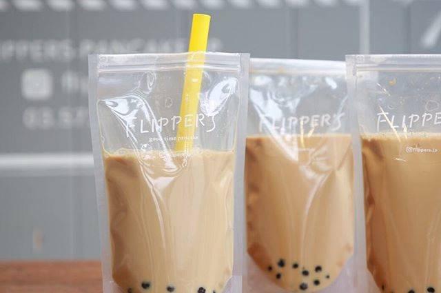 "FLIPPER'S on Instagram: ""【FLIPPER'S NEWS】 ・ FLIPPER'Sのタピオカドリンクは パック型で見た目もかわいく大人気🥤‼️ ・ タピオカドリンク各種¥420+tax〜 (ミルクティー、豆乳ほうじ茶、チャイ、※ジャスミンミルクティー、※抹茶) ・ ※店舗によって販売種類が異なります…"" (77807)"