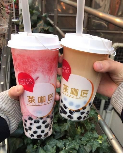 """よーこ on Instagram: """"〽️チャカショウ〽️ 紅茶ラテ(右)は、紅茶の味が薄かった😭 甘さは控えめ。うーんて感じ。 ・ ・ イチゴのラテ(左)は、イチゴがつぶつぶしていてミルクと合うし美味しい!! でもサイズがLしかないから、後の方つらい😅Mぐらいが丁度良いな〜って思う。 ・ ・…"""" (78055)"""