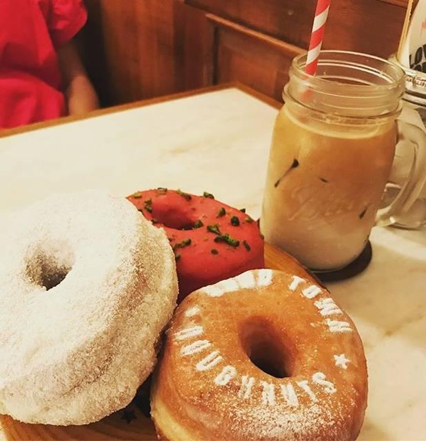 "strawberry on Instagram: ""#グッドタウンドーナツ #明治神宮前カフェ #原宿カフェ #明治神宮前 #ドーナツ #goodtowndoughnuts #紙ストロー #doughnut #meigigingumae #harajukucafe #harajuku #ラズベリーピスタチオ…"" (79161)"