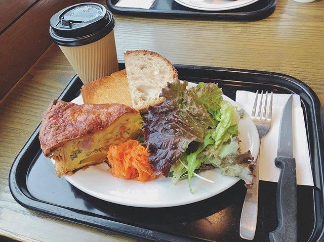 """yui mishima on Instagram: """"🥐🥐🥐 . REFECTOIRE . . 明治神宮前駅からすこし歩いたところにある REFECTOIREのキッシュプレート🍴 . 食べログ3.59✌︎ ほんとはパン盛り合わせ付きのサラダランチが 食べたかったんだけど売り切れでした😅 . #refectoire…"""" (79317)"""
