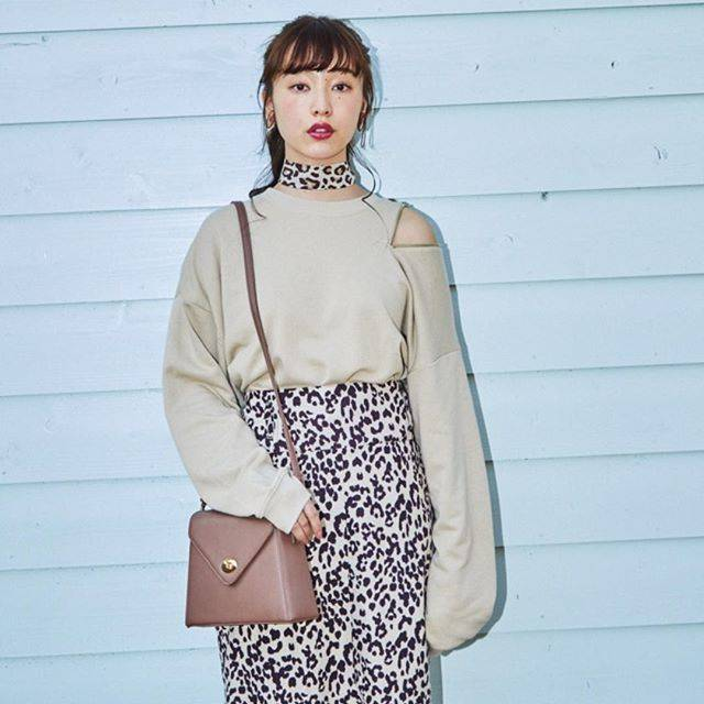 "WEGO on Instagram: ""✔︎shoulder ring zip sweat ¥2,990+tax✔︎leopard skirt ¥2,990+tax✔︎shoulder bag ¥2,590+tax@aina_yama#wego#wegomagazine#springfashion#新生活"" (80113)"