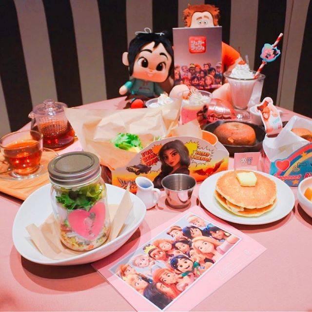 """神崎アンナ 食べ物アカ🥣お菓子作りが好き🌼 on Instagram: """"大好きでたまらないセレンディピティ3が東京に進出してから通いまくってメニューほぼほぼ制覇してしまったので、ここしばらく行ってなかったら、なんとシュガーラッシュコラボカフェとして期間限定メニューもできたらしく期待大!…"""" (80293)"""