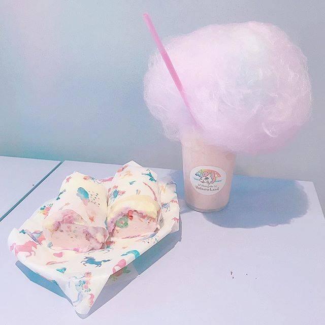 """Ⓟ Ⓞ Ⓜ ⑅⃝★*゚⑅ on Instagram: """". コットンキャンディーブリトーと ユニコーンマジカルバナナシェイク🍌💓 . コットンキャンディーブリトーの包み紙も ユニコーン柄でとってもかわいいの🤤 アイスの味は4種類! 中にはコーンスナックが入ってるよ💕 . バナナシェイクの見た目はピンクなのに…"""" (80393)"""