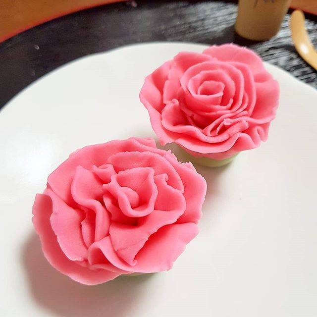 "tokyo_liver on Instagram: ""#만든거 #네리키리 #어머니날 #내가만드는 #화과자 #쿠킹 #화과자클래스 #練り切り #和菓子作り #私が作る #和菓子 #和菓子教室 #クッキングラム #tokyo #tokyolife #도쿄 #도쿄살이 #cooking #sweets #wagashi…"" (81033)"