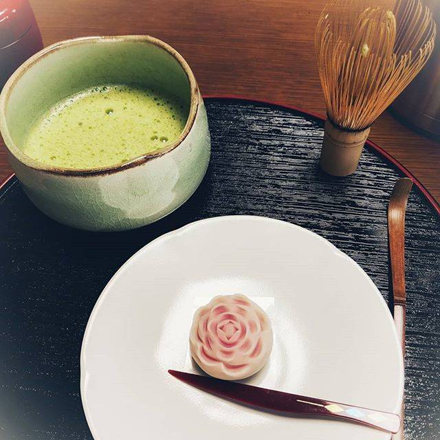 """ななむら on Instagram: """"和菓子づくりしてきましたの。5月なので薔薇のお菓子ですの。#和菓子 #sweets #体験 #素敵な体験 #activity #japan #tokyo #日本 #japanese #followme #千駄木 #和菓子教室sakura #花のある生活"""" (81037)"""