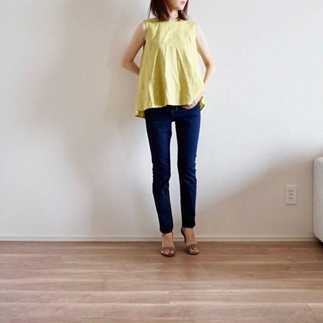 """tama on Instagram: """"☁︎ おはようございます◡̈* ・ tops/skirt/shoes @gu_for_all_ #リネンブレンドaラインブラウス #ハイウエストシガレットアンクルジーンズ ・ ・ やっと購入した第3の神デニム✨…"""" (82143)"""