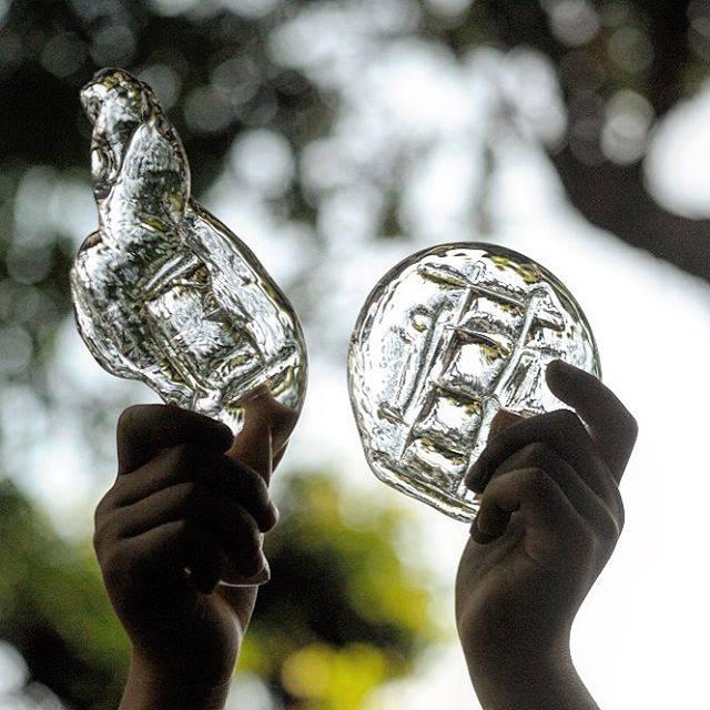 """貴島雄太朗 on Instagram: """"#ガラス の #メダルこれも#こども の #夏休み #あそび メニューに採用熱いガラスをいじるので、ちょっと危なっかしいけど…楽しい。#小学生 #自由研究 #ストレス発散"""" (82315)"""