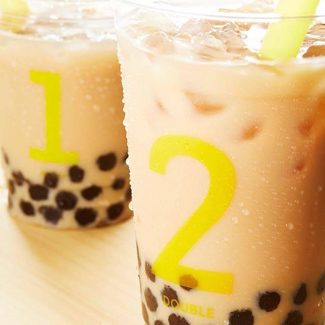 """リプトン on Instagram: """"リプトンティースタンドで大人気のタピオカ・ロイヤルミルクティー! 定番のイエローラベルと華やかな香りのアールグレイ、 2種類の茶葉から選べるよ♪ あなたはどっち派? #リプトン #Lipton #LiptonTeaStand #TeaforLife…"""" (83137)"""