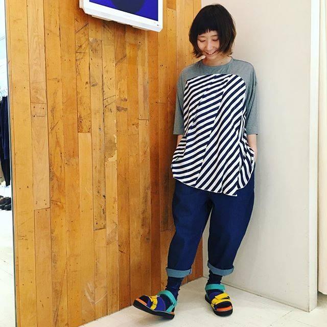 """FRAPBOIS shopstaff on Instagram: """"こんにちは、フラボア札幌店です! これからの時期にぴったりな、カットソーやボトムの新作が入荷中ですよ♪♪ 写真で着ているTOPSは、とろみのある生地感と、Aラインのシルエットがとても可愛くオススメですよ✨ (タッタン¥13,000+tax)…"""" (84113)"""