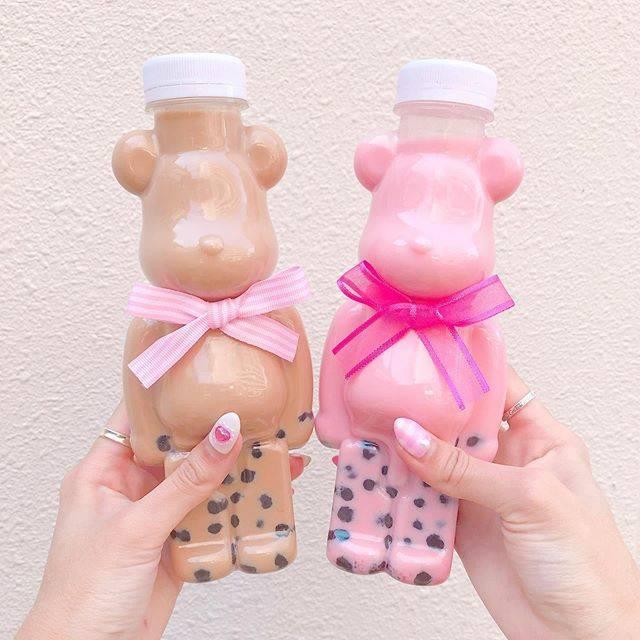 """maa on Instagram: """". . 名古屋旅行2日目は名古屋城を観光して 大須商店街で食べ歩きをしてきましたぁ🌸 . タピオカが飲みたくなって大須を散策 してたらみつけたぉ店 「チーターズ」 . たまらなく可愛いベアブリックボトルに 惹かれて長蛇の列並んで買いました🧸💓笑 .…"""" (84470)"""