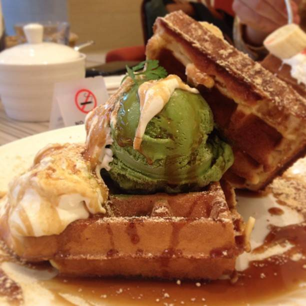 "▲China Kawamura Sawatt▽ on Instagram: ""Matcha Waffle after school😋🍵💚"" (85353)"