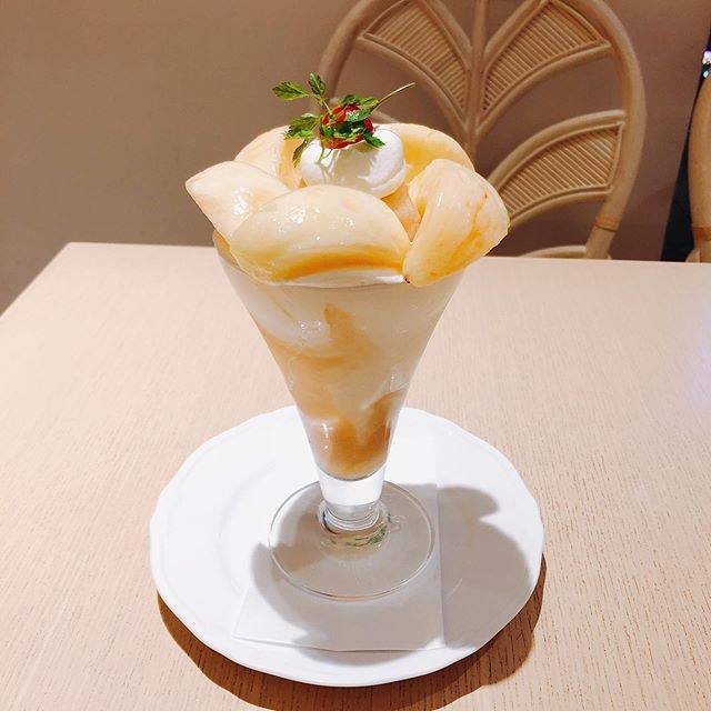 "Momo on Instagram: ""* *  京橋千疋屋大丸東京3F フルーツパーラー  Peach Fair  桃🍑のヨーグルトパフェ  #kyobashisembikiya #sembikiya #fruitparlor #parfait #peach #yogurt #fruits #dessert…"" (85985)"