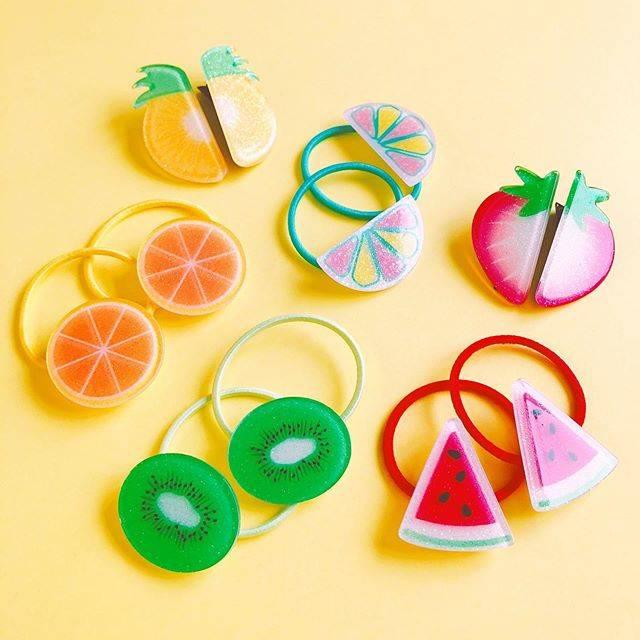 """cando/キャンドゥ on Instagram: """"夏を彩るカラフルフルーツで可愛くヘアアレンジ! #フルーツアクリルミニポニー  2P #カラフルフルーツクリップ 2P ※ご好評により、店舗在庫のみとなっている商品もございます。売り切れの場合はご了承ください。 #キャンドゥ #cando #100均 #100円ショップ #雑貨…"""" (86555)"""