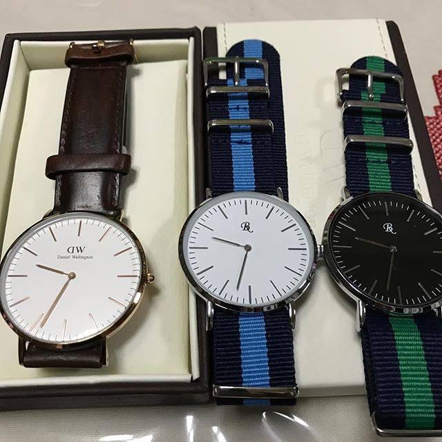 """トール on Instagram: """"新横浜の日産スタジアムのフリマで、ダニエルウエリントンの革ベルト版、クラシックをゲットしました。右の2本の時計は、ダイソーのソックリさん時計です。まさか、本物が手に入るとは。これから秋にかけて、革ベルトの時計をつけるのが楽しみになりました。#ダニエルウエリントン #dw…"""" (87469)"""