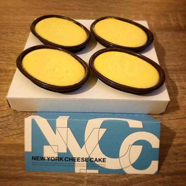 """けーいち on Instagram: """"KEITH MANHATTAN ニューヨークチーズケーキ . 先日東京で遊んだ夜のデザート🍰🧀 東京駅ハンズ1階のキースマンハッタンで人気のケーキ。 サイズとお値段的にお土産や差し入れにちょうど良さげですね😎 . さてお味は、言うまでもなくめちゃうまですね😍…"""" (87654)"""