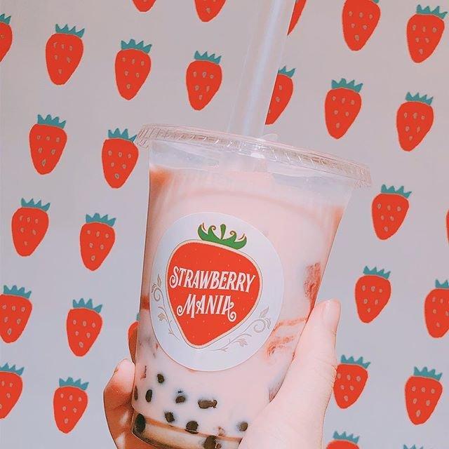 """STRAWBERRYMANIA(ストロベリーマニア)原宿店 on Instagram: """"・・・🍓 こんばんわ😌  こちらは新商品の 🍓タピオカいちごミルク🍓です! 黒糖のタピオカといちごミルクの  相性抜群です✨  お値段は650円(税込)です!  こちらの商品は店内でもテイクアウトでも お召し上がりいただけます☺️…"""" (90116)"""