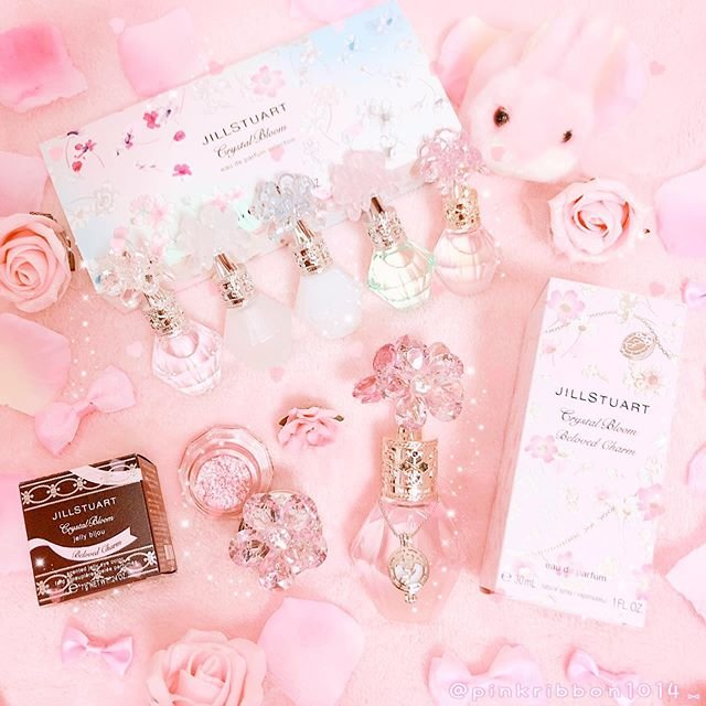 "🎀🍓 𝕞𝕚𝕚-𝕡𝕚𝕟𝕜𝕣𝕚𝕓𝕓𝕠𝕟 🍓🎀 on Instagram: ""🎀🌷🍓𝕁𝕀𝕃𝕃 𝕊𝕋𝕌𝔸ℝ𝕋🍓🌷🎀 🌸JILL STUART Crystal Bloom Beloved Charm🌸 🌼JILL STUART Crystal Bloom eau de parfum selection🌼 🌹 Crystal Bloom Jelly…"" (90164)"