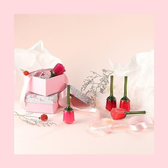 "LABIOTTE 라비오뜨 on Instagram: ""* ⚠품절주의⚠ #썸머뷰캉스 #할인 HOT한 여름, COOL하게! 바캉스템 시원하게 쏜다!(~8/7) - Only 온라인 #꽃송이틴트 7,900원🌷 갓 따낸 생화같이 맑고 생생한 컬러감 꽃 잎을 베어 문 듯 로맨틱한 반짝임 - SUMMER…"" (90397)"