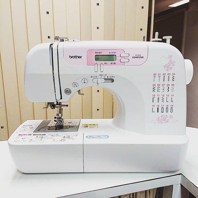 """東京VIPラウンジ on Instagram: """"家庭用ミシンレンタルやってます!  ただいま、今週と来週空いてます。 ご予約は→03-3548-0146  ミシン利用お一人様800円~  #ミシンレンタル #ハロウィン #ハロウィンコーデ #halloween #裁縫 #アイロン #コスチューム #手作り衣装 #文化祭…"""" (90612)"""