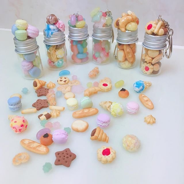 """Moe'uhane❁*·⑅ on Instagram: """"ミニチュア小瓶キーホルダー#樹脂粘土 #クレイ #ハンドメイド #フェイクスイーツ #フェイクスイーツアクセサリー #キーホルダー #ミニチュアフード#clay #fake sweets"""" (91006)"""