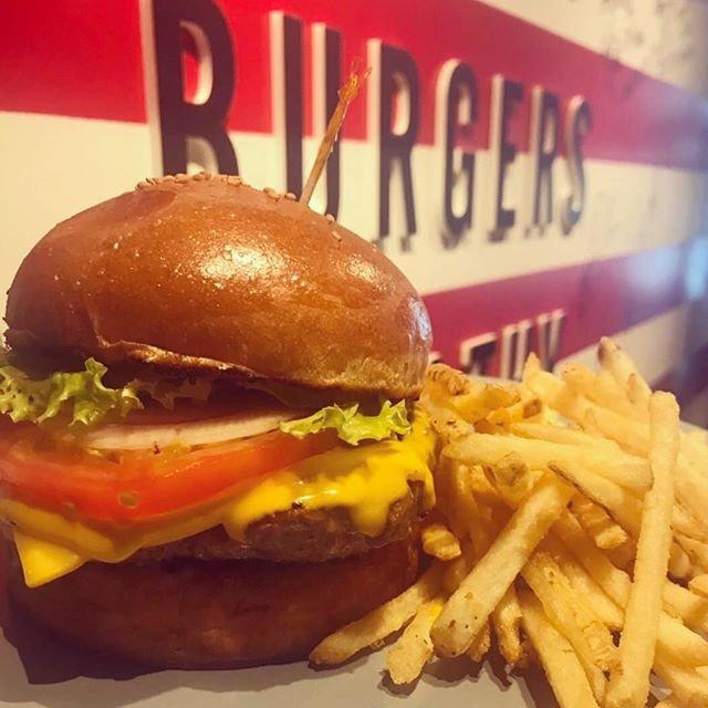 "Teddy's Bigger Burgers Japan 🍔 on Instagram: ""Cheddar cheese burger 🍔 🍟 ✨ .  #teddysbiggerburgers #teddysburger #テディーズビガーバーガー #teddysjapan #ハンバーガー #burger #バーガー #肉 #eating #followme…"" (91159)"