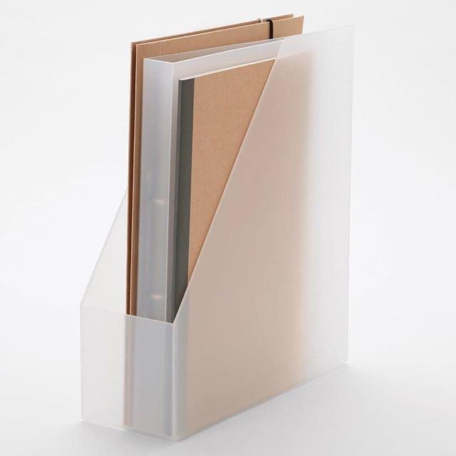 "MUJI無印良品 on Instagram: ""【#無印良品の理由】使いやすく進化するポリプロピレンファイルボックスシリーズ - 書類を整理するために開発されたポリプロピレンファイルボックスシリーズ。 - 当初は半透明のタイプだけでしたが、お客様の声などをもとに、形やサイズ、色のバリエーションを増やしました。 -…"" (92323)"