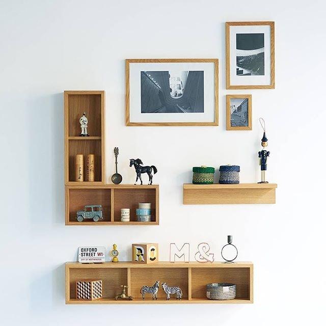 """MUJI無印良品 on Instagram: """"【Compact Life】新しいくらしのコツ│Tips for Living a New Way 09 壁を楽しむ。 好きなアーティストの作品から旅先で見つけたポストカードや雑貨まで、お気に入りのものは壁にレイアウト。空間に彩りを与え、自分らしい部屋ができあがります。 09…"""" (92326)"""