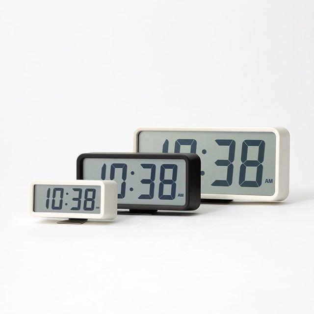"MUJI無印良品 on Instagram: ""デジタル時計│Digital Clock なにより時刻が見やすい時計。 上下左右、より広い角度から液晶表示が見やすいデジタル時計です。 「時刻の確認」という原点に返り、「時と分」をバランスよくデザインしました。 Easy to read clock. Digital clock…"" (92328)"