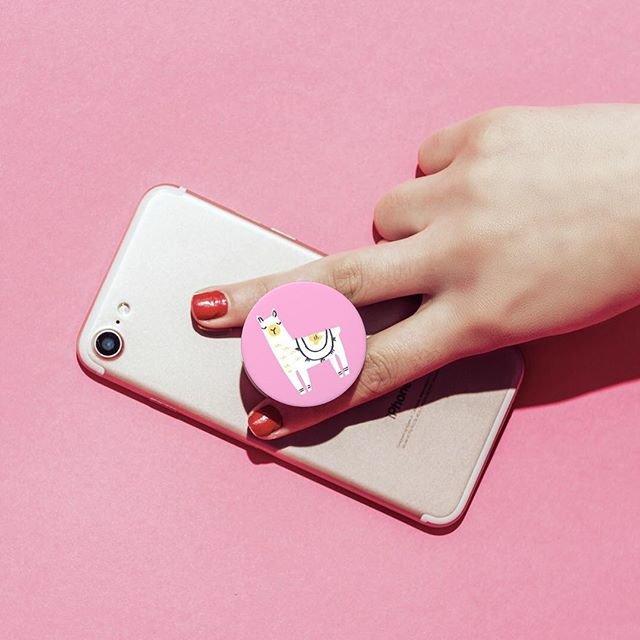 """@popsockets_jp_official on Instagram: """"【ポップソケッツ日本公式ブランドサイト】  ゆるっとかわいいラマが描かれたポップグリップ。  デザイン部分が取り外せて薄くなるのでワイヤレス充電にも対応しています! ■掲載商品:PG Llama Glama  #popsockets_jp_official #ポップソケッツ…"""" (95096)"""