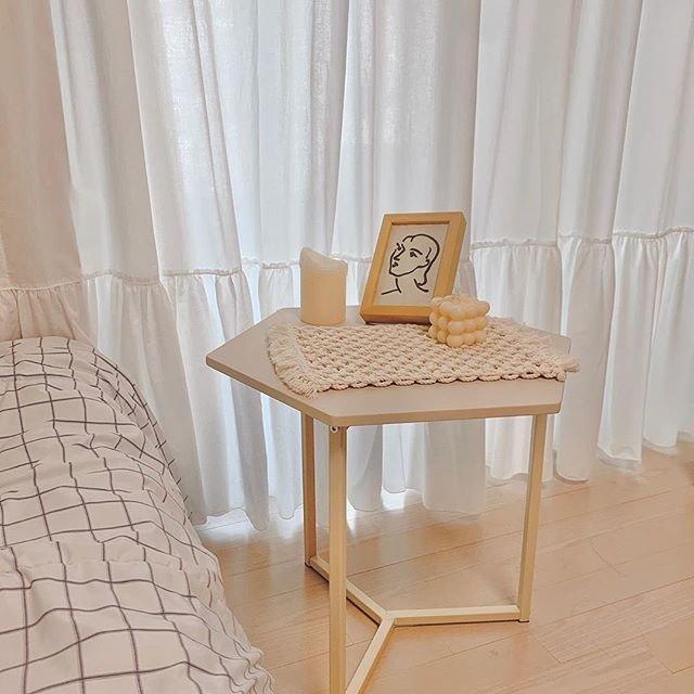 """Roomnhome on Instagram: """"@_woori___ 様からのレビューです。⠀暖かい雰囲気のベッドルーム。秋のインテリア。#ノルディックヘキサゴンテーブル"""" (96630)"""