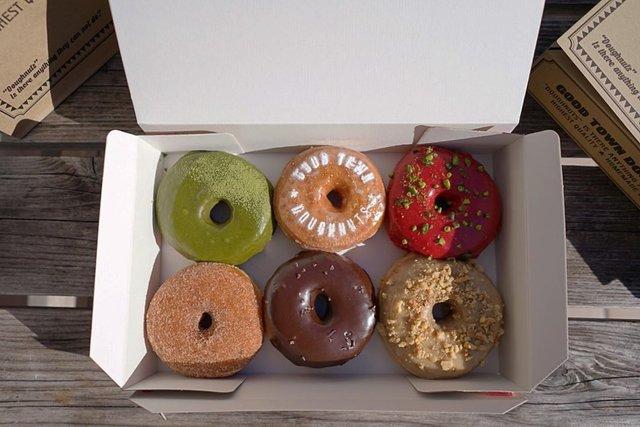"GOOD TOWN DOUGHNUTS on Instagram: ""All vegan doughnuts 🌱 #goodtowndoughnuts #doughnuts #vegan#vegandonuts #tokyo#harajuku"" (96905)"