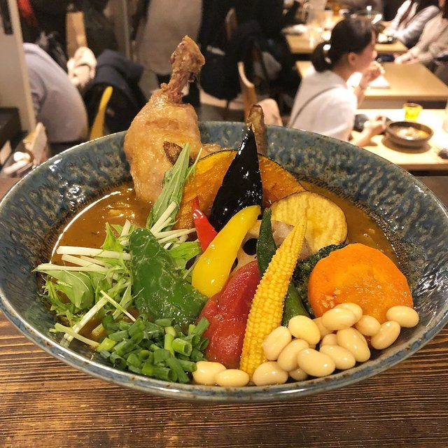 "Rojiura Curry SAMURAI.下北沢店 on Instagram: ""・ こんばんは!侍.下北沢店です! ・ ・ 今夜はご注文して頂いたカレーを紹介します! ・ 〝チキンと一日分の野菜20品目〟 →レギュラースープ →パリパリチキンご選択 →スープ大盛り(¥200) ・ ・ スープ大盛りはスープの量が1.5倍になります! ・ ・…"" (97064)"