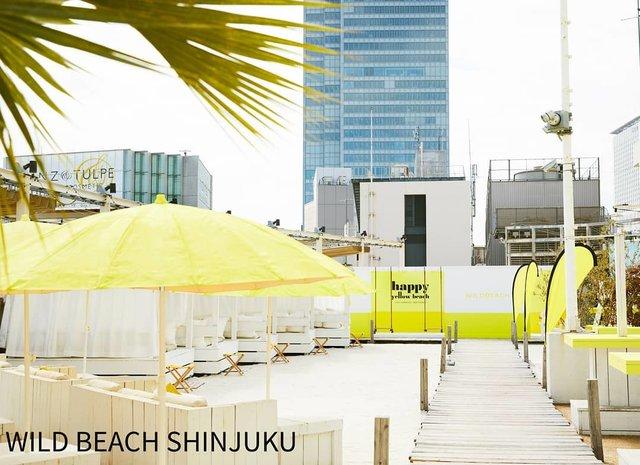 """WILDBEACH™  FEEL THE VIBES on Instagram: """"【WILD BEACH新宿】 Yellowで彩った非日常を味わえる天空ビーチ!  ビーチも、バーベキューも、ビアガーデンも楽しめる空間をご用意しています。  #wildbeach #ワイルドビーチ #wildbeach新宿  #ワイルドビーチ新宿 #happy #yellow…"""" (99099)"""