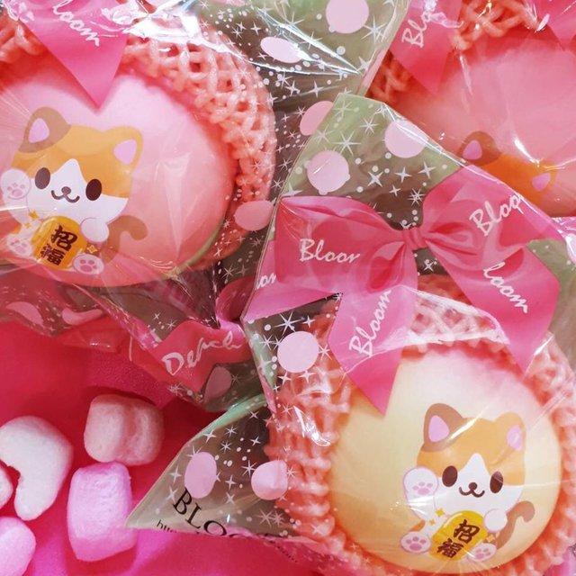 "MOOOSH SQUISHY 原宿店 Harajyuku on Instagram: ""【再入荷のお知らせ】お待たせしました…「アイラブピーチビッグ 招き猫」再入荷しました🍑🐱🍑😻🍑😸 ご来店お待ちしています😊  #ブルーム #スクイーズ #mooosh原宿 #squishy #harajuku #フォトプロップス ️ #ピーチ #ねこ"" (99330)"