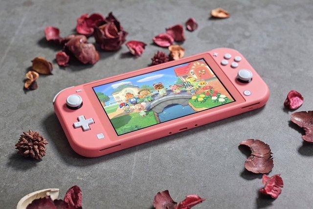 """Nintendo Switch ES on Instagram: """"La Nintendo Switch Lite coral se lanza en Europa el 24 de abril de 2020.#NintendoSwitchLite #NintendoSwitch #Nintendo #videojuegos"""" (101489)"""