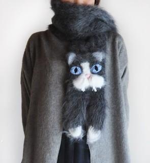 ウクライナから届いたモヘアの猫マフラー Snow Shoe Cat (3466)