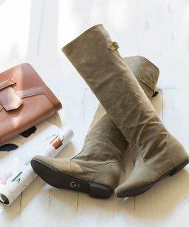 mooimooi(モーイモーイ)のブーツ。ベルトがアク...