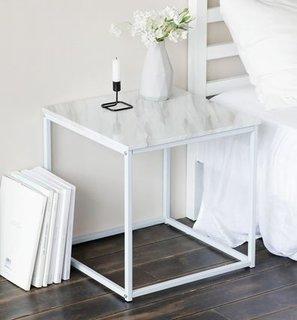 大理石柄のサイドテーブル。使いやすい正方形ですね。...