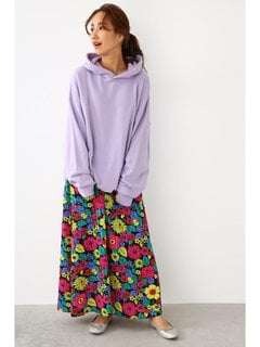 大きな花柄をプリントしたボタニカル調のマキシスカート。...