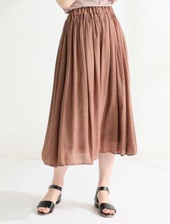 質感が大人っぽい人気のロングスカート。ややツヤのあ...